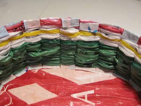 废物利用手工diy制作大全-塑料袋编织的置物小篮子