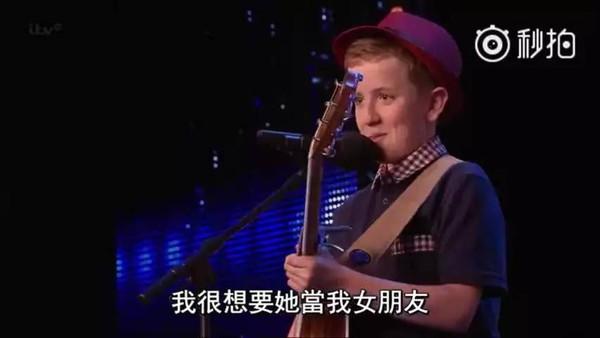 谁知道英国达人秀里有个12岁男孩唱了自编歌曲 闪电 给自己暗恋的女