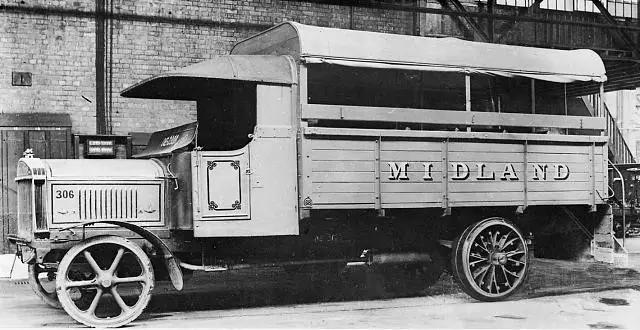 汽车 正文  木头汽车脱胎于木质马车,用木头作为汽车最早的车身材料