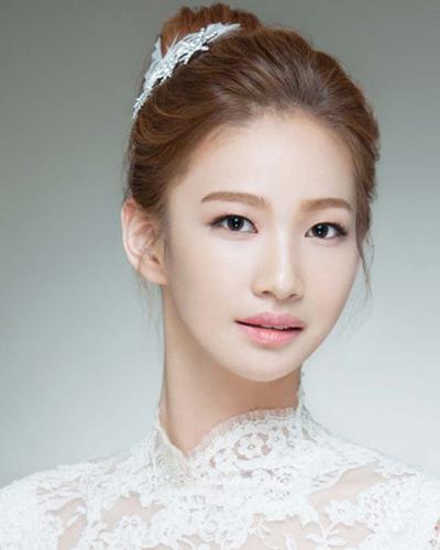 结婚当天新娘韩式发型 打造唯美甜蜜纪念图片
