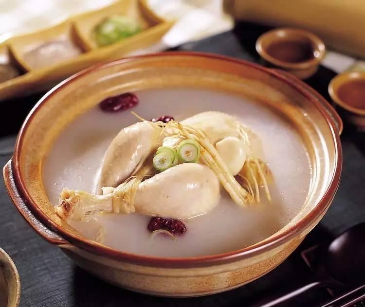 【原料】鲜西洋参(10克),母鸡一只;水发玉兰片10克,水发香菇