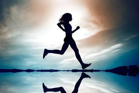 (2)仰卧位拱桥式腰背肌锻炼:仰卧屈膝,用头部,双肘及双足作为支重