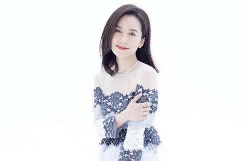 美了45年的俞飞鸿:不拼豪门不整容,不痛说家史,她的生活只有诗和远方