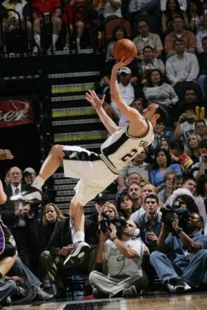 妖刀神奇不再依然高效 今夜他超越NBA传奇