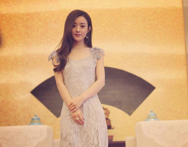 赵丽颖参加弟弟婚礼 现场感动落泪图片