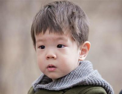关于宝宝头发的学问:多剃头发反而更不好?