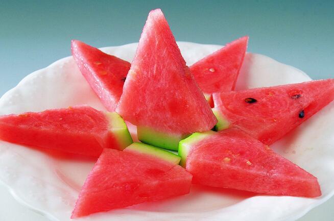夏天这样吃荷叶真的减肥?逗政减肥吗茶能西瓜图片