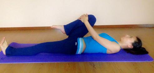 怎么练瑜伽?瑜伽必备初级灵活背部腹部动作 -