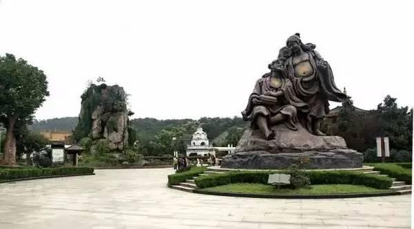 东方明珠广播电视塔是上海的标志性文化景观之