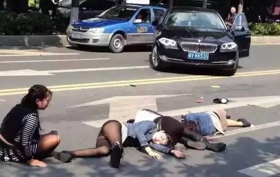 骑摩托当心啦!两口子被撞飞交警说了一句话,全吉首美女图片图片