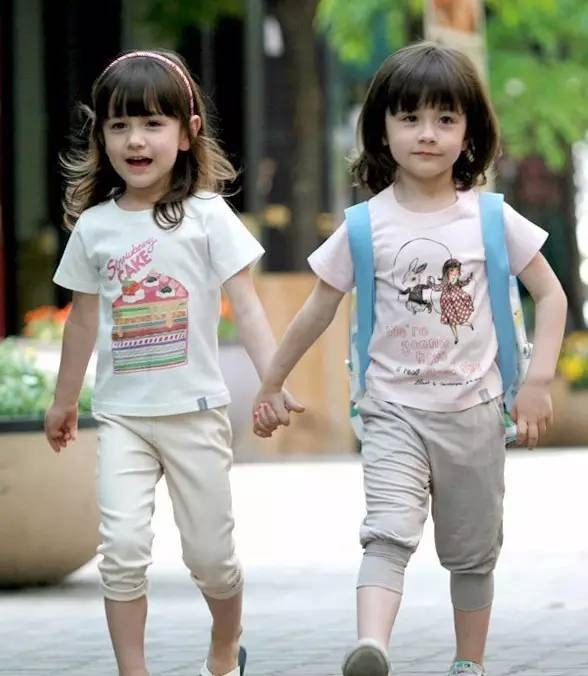 全球最美混血双胞胎,长大后变成了这样