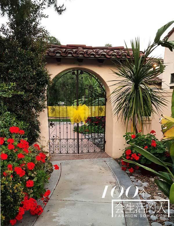 Lotus Pond Front Gate