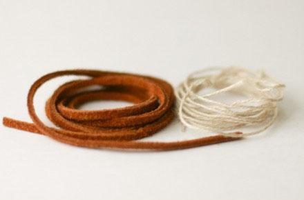 今天的手工编织又是一款手链手绳的编织教程,好像一听手链编织大家