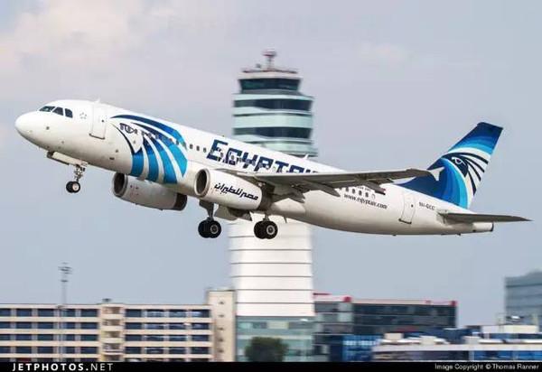 一架从法国巴黎飞往埃及开罗的
