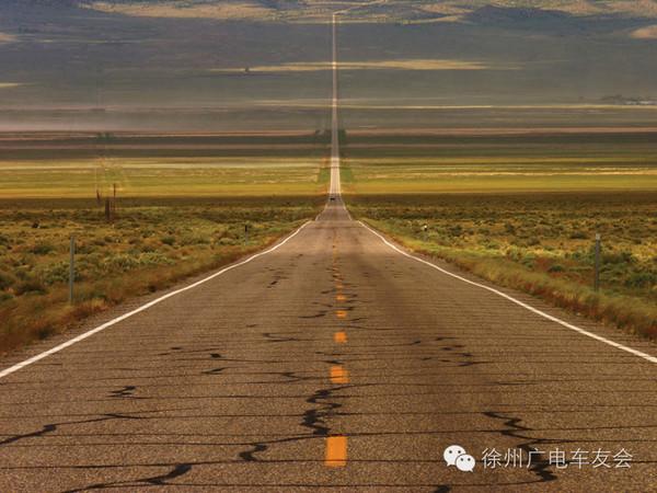 """美国50号公路被称为""""全美最孤独的公路""""."""