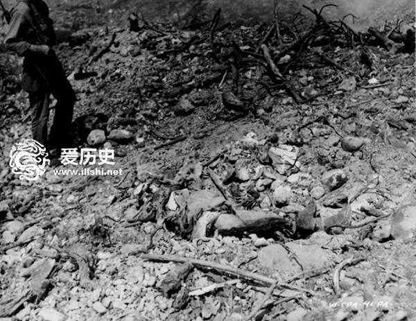 得漂亮!万吨炸弹倾泻后夸贾林环礁上的日军尸