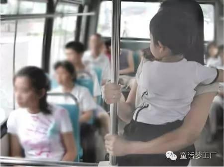 禽兽公交车上掏出小鸟