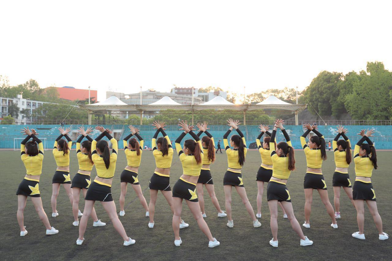 [网摘原编] 家乡风貌——宜昌高校美女活力四射 - 十月大哥 - 十月大哥的博客