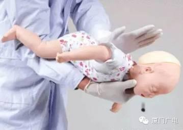 一口蒸蛋要了宝宝的命 孩子吃饭再难也不能这么喂