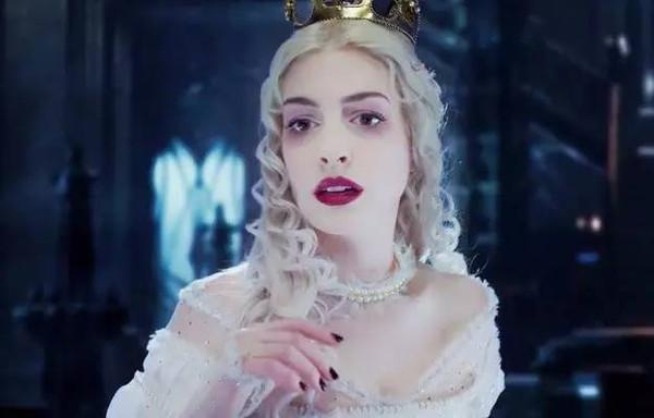 爱丽丝梦游仙境真人_《爱丽丝梦游仙境2:镜中奇遇记》零点首映 | 免费观影