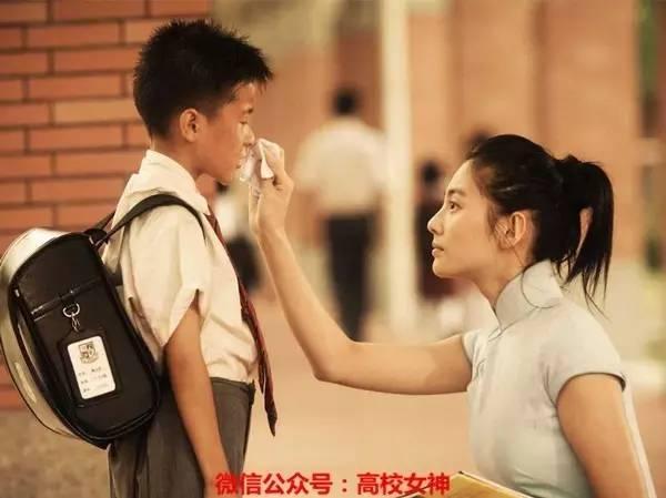 说个题外话:《长江七号》里 张雨绮 扮演的老师也是