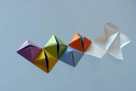 数学文化创意折纸:翻转正方体