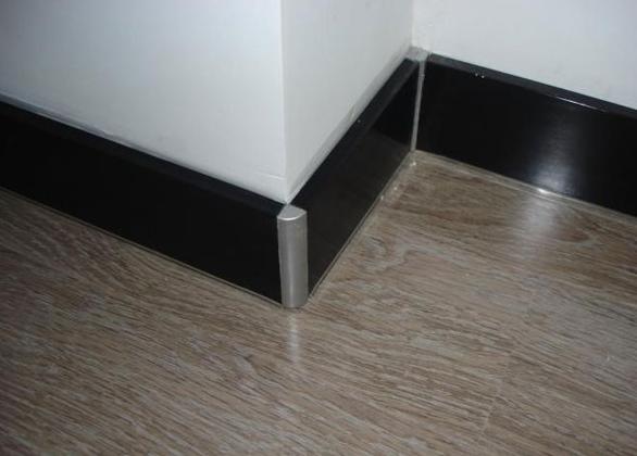 搭配不易 容易起拱,在一些高档公用场所应用较多 瓷砖踢脚线是现在