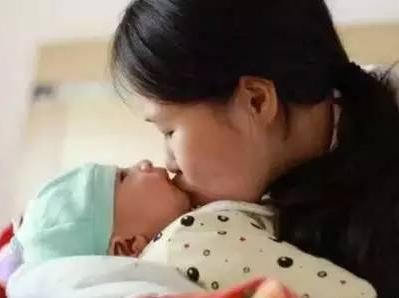 到可爱的小宝宝,许多人都会忍不住亲一有,养个孩子这也不让弄那也不