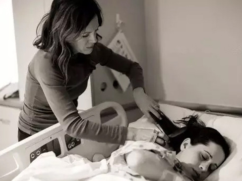 当你为生宝宝疼得死去活来,最心疼你的那个人是谁