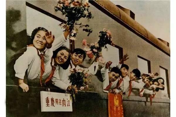 采用国产材料修建的中国西南地区第一条铁路干线,新中国成立后建成的