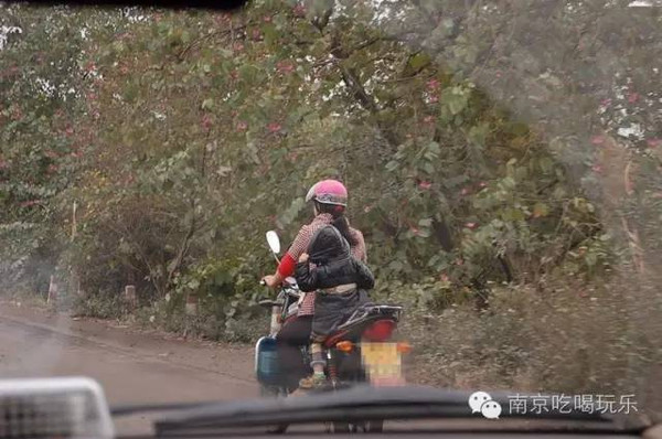 在摩托车上干妈妈 小说