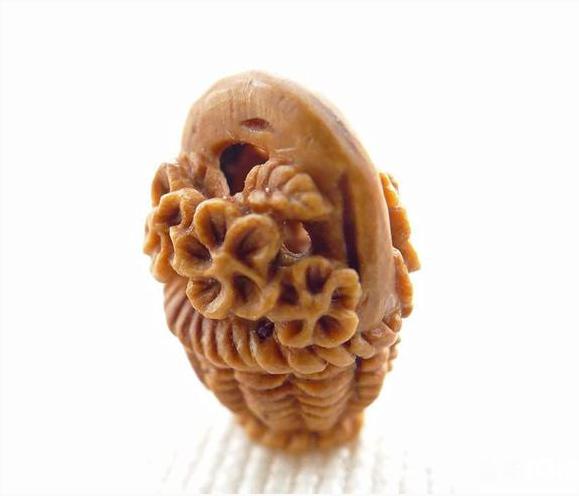 桃核雕刻桃篮的辟邪风俗及怎么样给宝宝选择桃篮