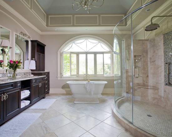吧浴缸放置在窗边,而圆拱形的窗户设计颇具欧式复古