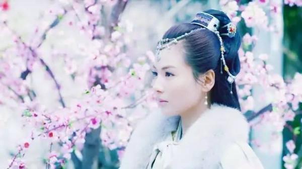 其实不少她参演的电视剧原声带里都能看到刘涛的名字