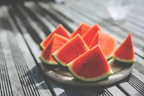 点别的颜色的西瓜