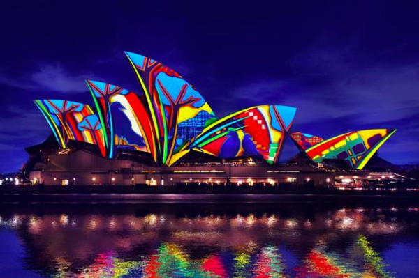 http://travel.sohu.com/20160531/n452252774.shtml travel.sohu.com true 萃逸高端定制旅行 http://travel.sohu.com/20160531/n452252774.shtml report 1295 一年一度的悉尼灯光音乐节VividSydney.想象力再次点燃悉尼港的夜空。文字不重要,看图,看视频。每年都在进步,每年都有惊喜!没带三脚架,全程用手举着拍的,