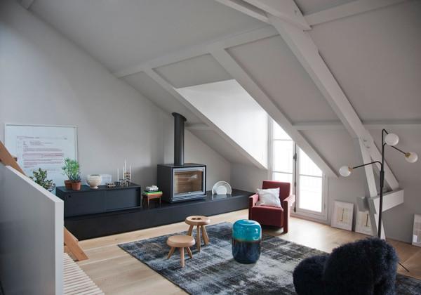 其它 正文  阁楼即指位于房屋坡屋顶下部的房间,就是楼房的空间比较高图片