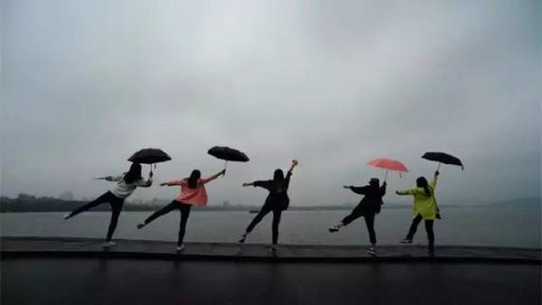 今起降温,暴雨来袭!梅雨和台风什么时候会来?