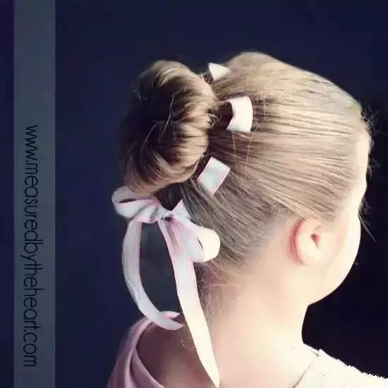 把女儿的头发扎成这样,回头率百分百!图片