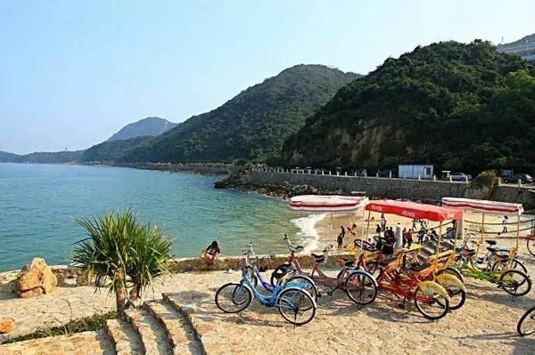 为山海边骑行创造了绝佳条件青山做伴大海为邻在碧海蓝天之间