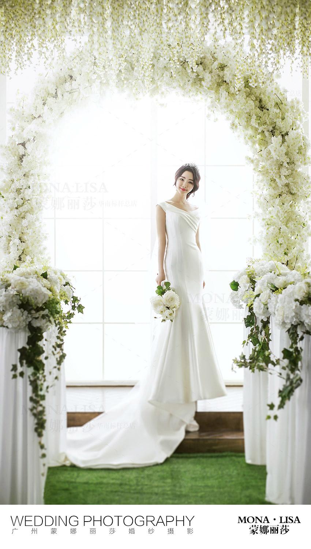 突出新娘礼服的细节特写