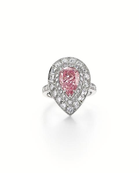 蒂芙尼珠宝大师手工打造的近200件美轮美奂、独一无二的珠宝杰作,