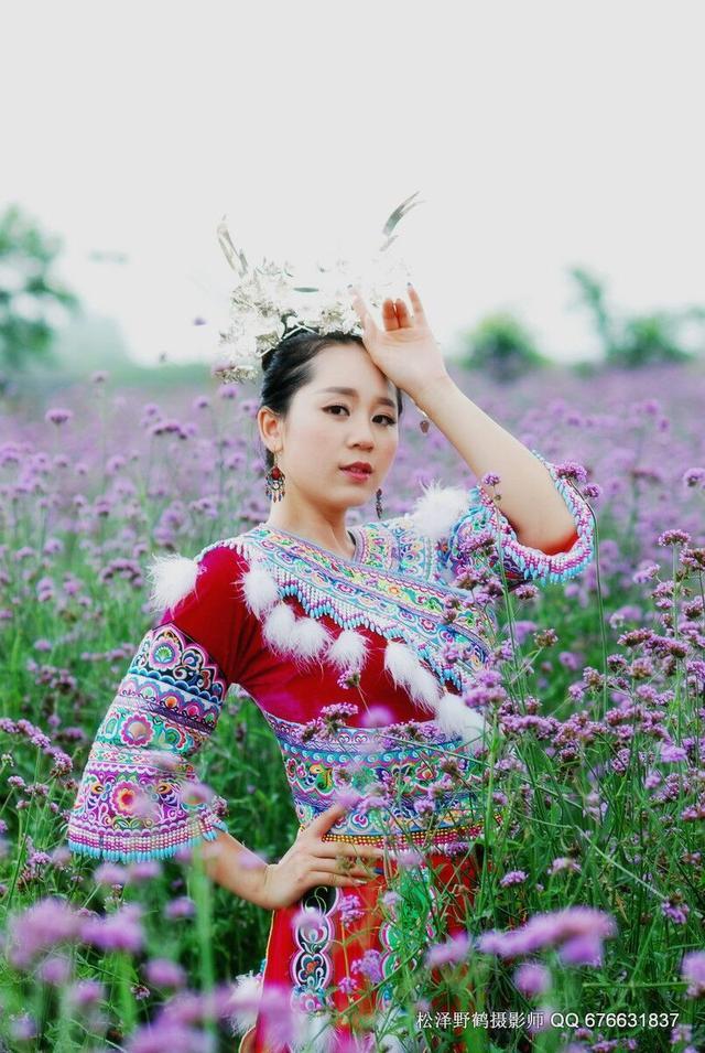 广西苗族美女裸妆 美得惊艳