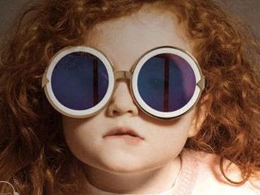 妈妈FM:6岁以下儿童不宜长时间戴太阳镜
