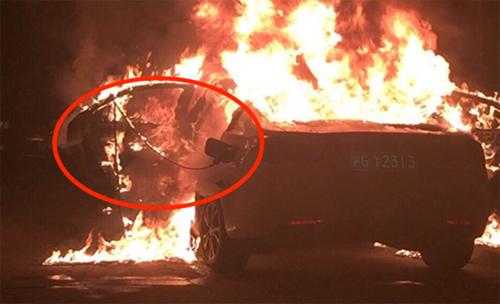 荣威e550起火真相还原,电池爆炸系谣言高清图片