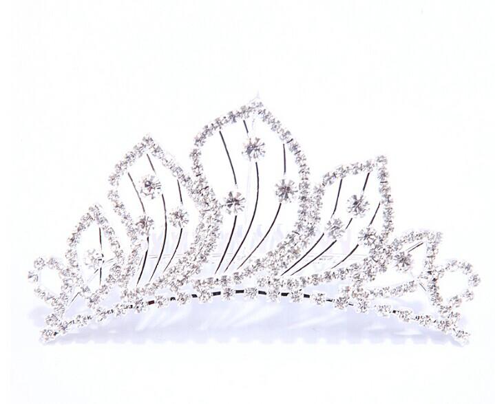 皇冠新娘头纱更显公主气质
