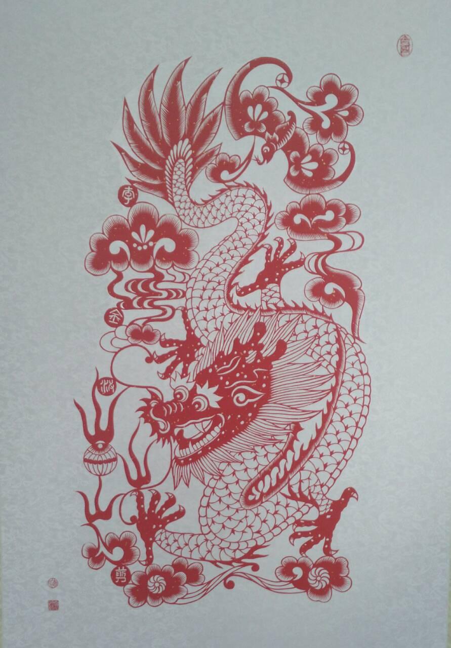 2013年创作剪纸折扇《天下第一福》被文化部恭王府管理中心选为国礼