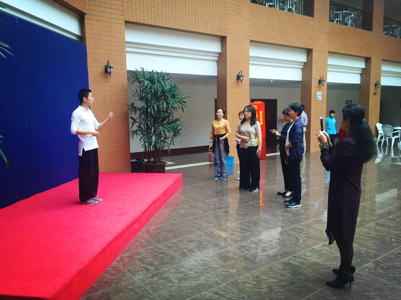 上海加华国术馆邵长华受邀复旦大学为机关党建骨干教学八段锦