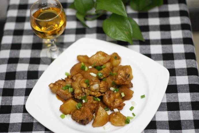土豆炖鸡腿的做法
