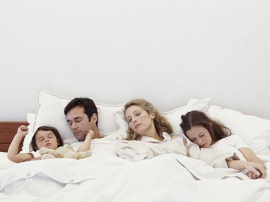你的孩子还在和你睡一间房吗?